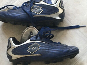 Soccer cleats -outdoor Size 2 (age 6-8)