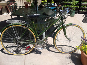 CLASSIC RALEIGH WOMENS BICYCLE