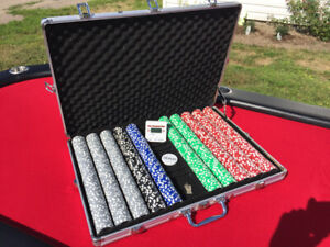 10 Man Poker Table with Drink Holders, Chips and Timer
