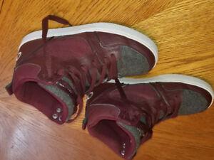 Boys like new osiris skate boarding sneakers size 7y