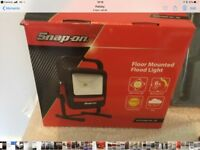 snap on flood light