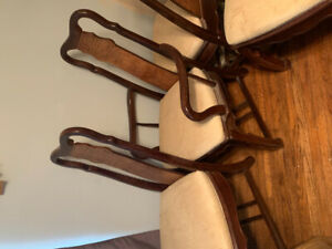 Dining room chairs. 2 arm chairs 4 regular chairs