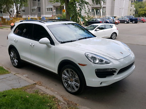 2014 Porsche Cayenne S - 4.8L V8 Engine - Mint Condition