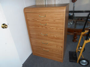 Excellant condition 5 Drawer dresser!(Can Deliver)