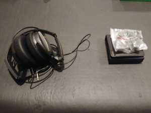 Sony noise cancelling headphones + LG quad beat earbuds