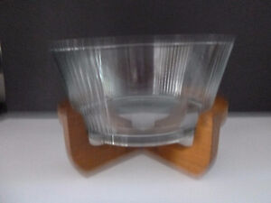VINTAGE WOOD STAND WITH GLASS INSERT SALAD SERVING BOWL Oakville / Halton Region Toronto (GTA) image 4