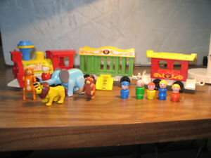Vintage Fisher Price      Play Family Circus Train # 991