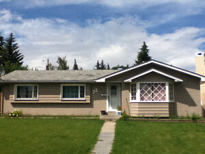 Large 3 Bedroom Bungalow in Kingsland S.W. (by Heritage LRT)