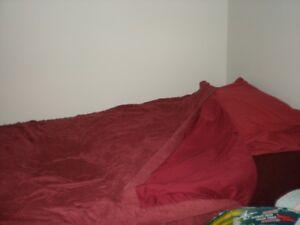 2 ensembles de draps, couvertures et couvre-lit pour lit simple