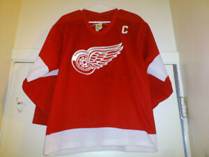 MEN'S STEVE YZERMAN AUTOGRAPHED JERSEY 4 SALE London Ontario image 1