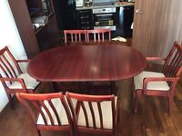 Dining table with 6 chairs included