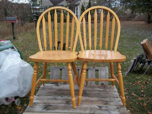 Very Good Condition: Pair Of Wooden Chairs