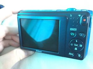 NEW Nikon Coolpix S3700 20.1 mp wifi camera and accessories Windsor Region Ontario image 4
