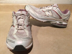 Women's New Balance Abzorb Energy 1200 Running Shoes Size 11 London Ontario image 1