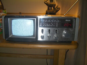 """1981 rca 5"""" tv and radio all works like new"""