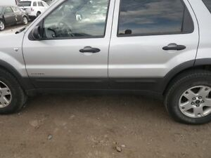PARTING OUT 2002 ESCAPE 4X4 W/90,000 KMS London Ontario image 4