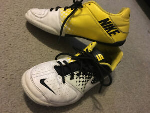 Nike Indoor Court Soccer Shoes, Boy's Size 5