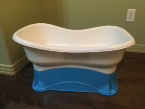 Baby / toddler bath tub with adjustable heights