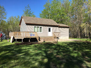 Quiet cottage near Silver Harbor marina, 15 min north of Gimli