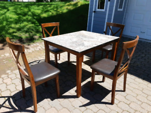 Kitchen table and chairs (delivery available)