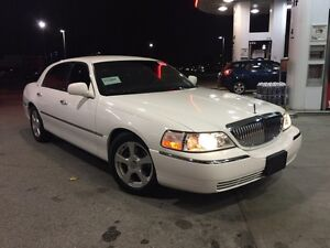 2004 Lincoln Town Car Ultimate | IMMACULATE | LUXURY | SLEEK |
