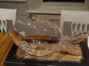 Glass fish large, excellent condition bowl for items