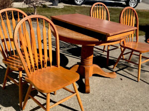 Solid oak kitchen table with leaf/four chairs