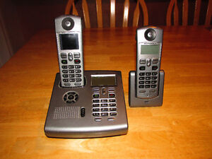 Motorola 5.8GHz Home Phone with Zoom/Pan Video Monitor