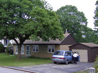 ORILLIA: 2 ROOMS AVAIL FOR MATURE STUDENTS IN UPSCALE HOME WIFI