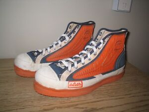 Very good vintage mens sz 11 Acton brand broomball hightop shoes