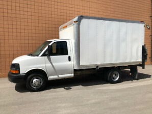 2012 CHEV EXPRESS 3500 CUBE VAN LOW KM POWER LIFT