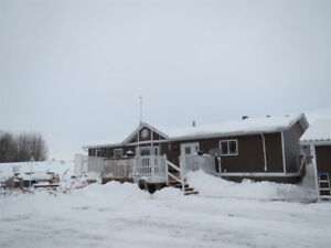 HOME FOR SALE IN STRATHCONA COUNTY 10.85 ACRES