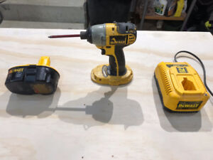 Dewalt DC825 Impact driver with battery and charger