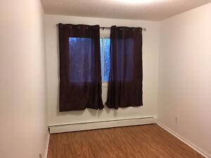 1 JUIN — Petite chambre non meublée étudiant/travailleur 300$/mo