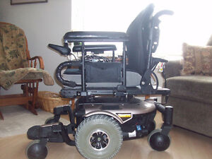 WONT LAST! Not Bulky, Easy Mobility QUANTUM POWER WHEEL CHAIR!