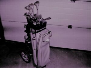 LADIES RIGHT HANDED GOLF CLUBS C/W CART & BAG