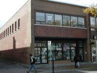 Local Commercial – Bureaux * 2,300 ou 2,540 pi ca * (Commercial/