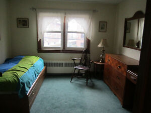 Downtown, small upper sunny room, furnished, garden, July 1