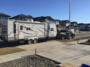 2006 28' Jayco RLS with slide and 2 doors!