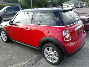 Mini cooper rouge 2013 tres bas millage