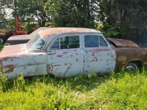 1952 Ford Customline Car for Ready and complete 4 Restoration –