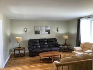 QUIET & CLEAN, Available Oct 1 - Beautiful Room MINS Walk to MUN