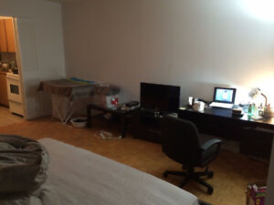 Lease Transfer-2 1/2 downtown Montreal,5mins walk to ConcordiaU