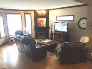 IMMACULATE Executive Townhouse for Rent!