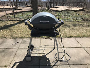 Weber Q 240 Electric BBQ w/ Stand. Excellent Condition.