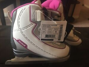New with tag girls Reebox skates