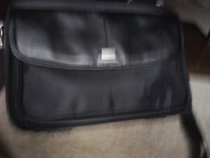 Lap Top Cases,Targus ( new) & Dell is used but good condition) West Island Greater Montréal image 4