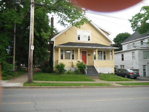 southend 3 bedroom upper flat by Dal and downtown