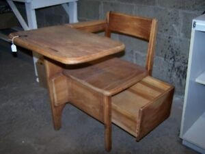 GREG'S ANTIQUES  and COLLECTABLES - SCHOOL DESK