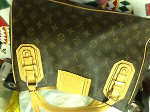 Games:Chess(onyx, wood, glass)t, Vuitton bag, large watch Kitchener / Waterloo Kitchener Area image 7